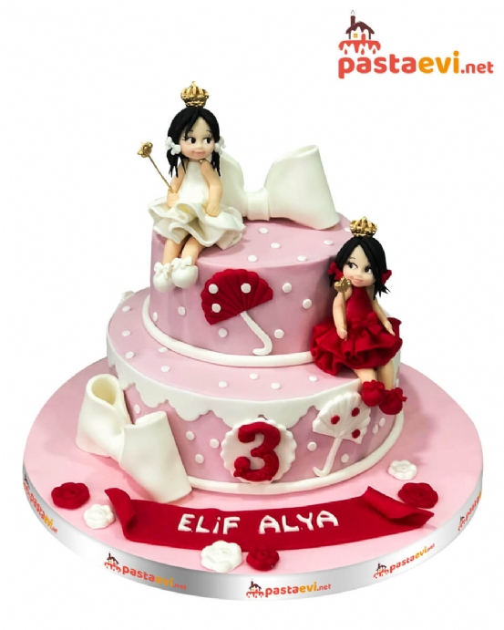 Tatlı Sihirbaz Kızlar Pastası