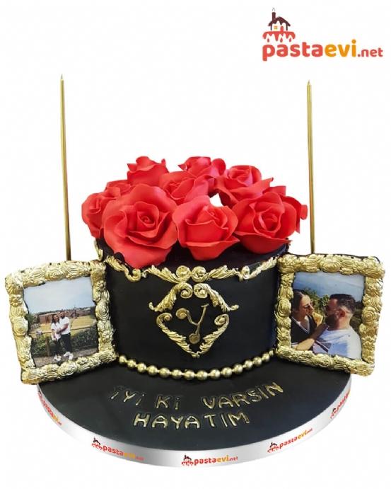 Kutuda Güller Sevgili Pastası
