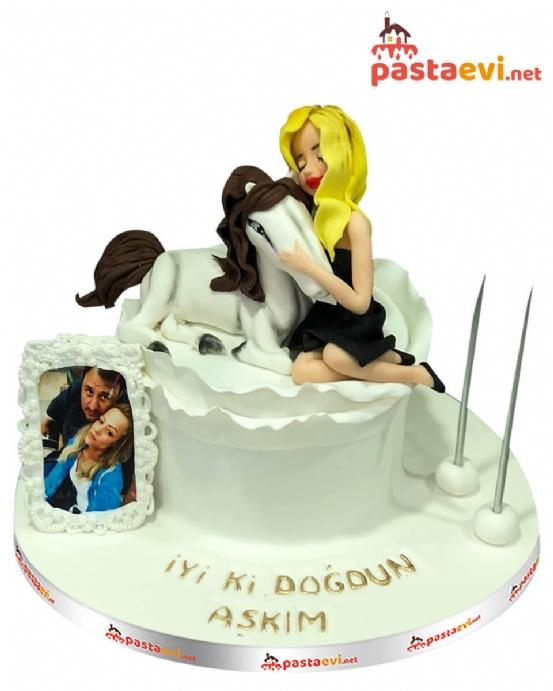 Sevimli At ve Kız Doğum Günü Pastası