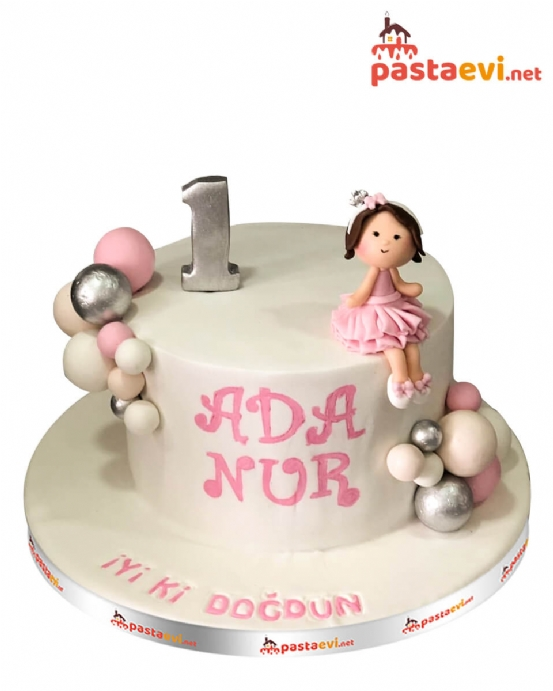 Sevimli Kız Bebek Doğum Günü Pastası